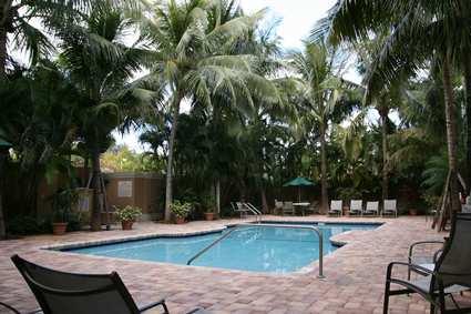 Hampton_Inn_pool_large